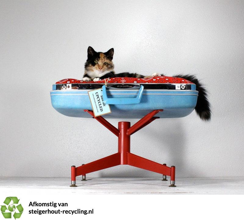 Gerecycelde koffer katten mand