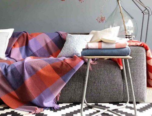 Een warm en gezellig huis met wollen plaids en spreien!