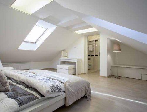 Het inrichten van een slaapkamer met een schuine wand