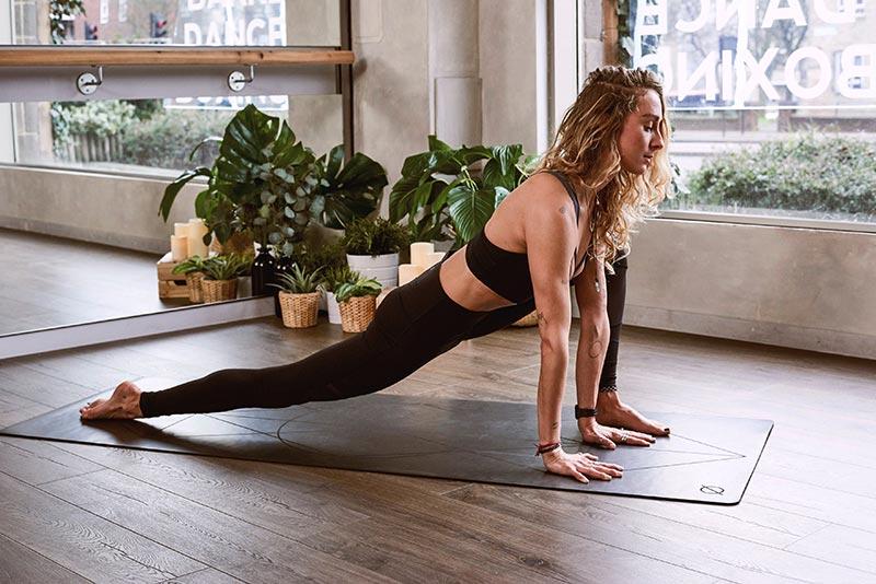 Yoga plek met planten
