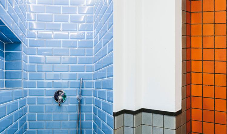 kleurrijke tegeltjes badkamer inspiratie