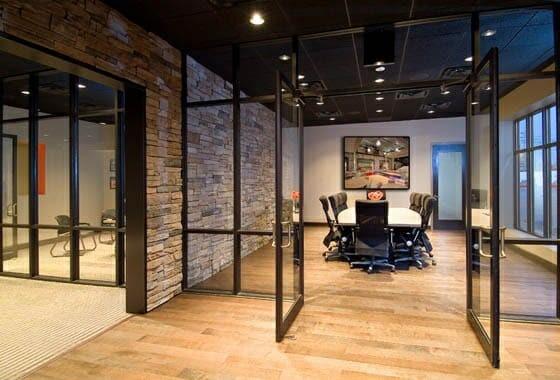 stenen muren - industriele kantoorinrichting
