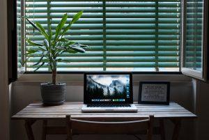 Hoe maak ik in huis mijn eigen kantoorinrichting?