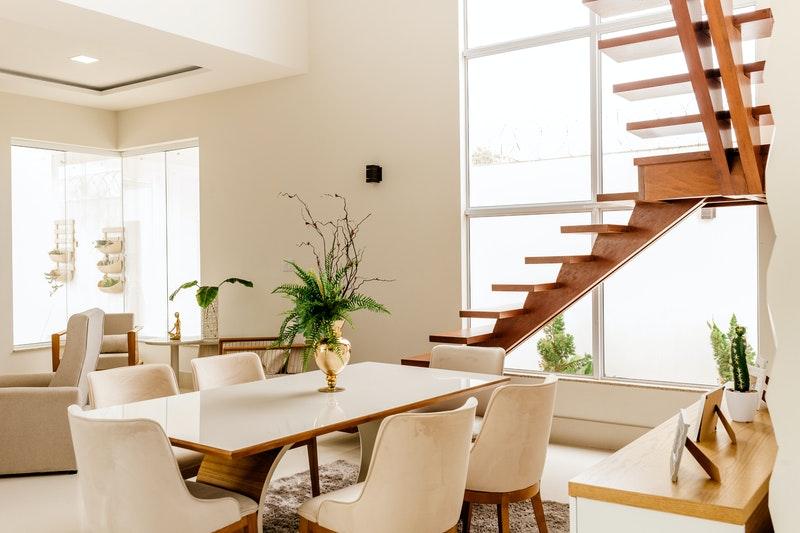 Hoe maak ik thuis een zwevende trap?